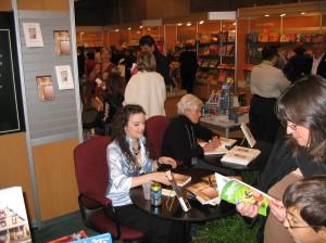 En séance de signature au Salon du Livre de Montréal 2007, pour mon 2e roman: Subordonnée
